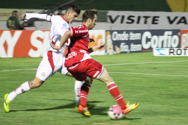 O meia Netinho fez uma apresentação melhor e foi o autor do cruzamento para o gol de Lúcio Curió