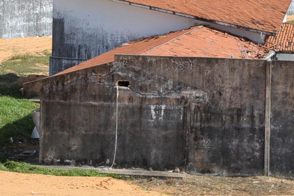 Os oito presos fugiram por buraco na parede do pavilhão