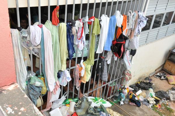 Sinpol garantiu que policiais civis não receberão os presos