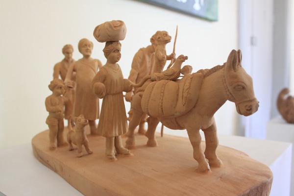 Considerada uma das grandes artistas populares, Luzia Dantas, de Currais Novos, ficou em 4º lugar com a obra Os Retirantes, peça em madeira
