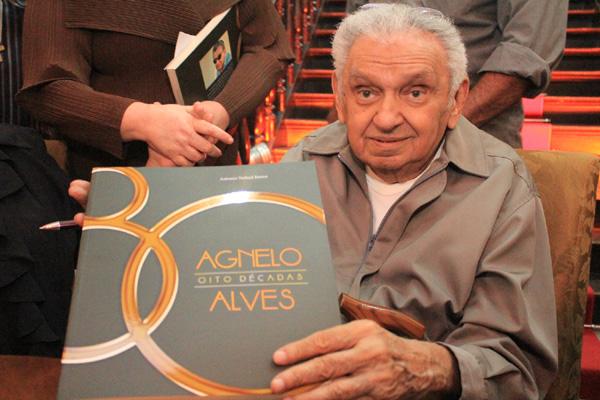 Agnelo tem três livros publicados. O mais recente foi lançado em julho
