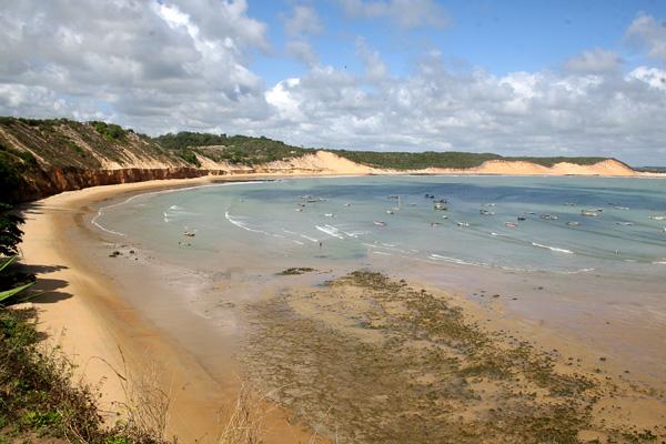 Na baixa temporada, Baía Formosa é um paraíso para práticas esportivas e passeios ao sol