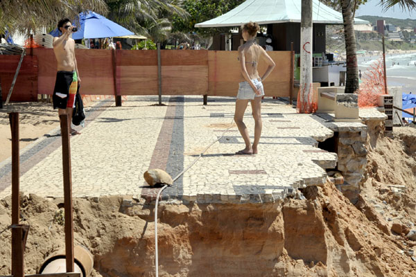 Ponta Negra é hoje a praia urbana de Natal mais afetada pela falta de ações que visem, principalmente, garantir a manutenção da estrutura