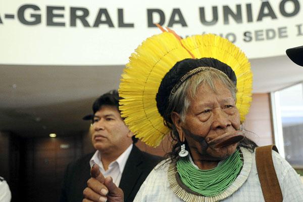 Fora dos territórios regularizados, apenas 12,7% dominam uma língua indígena, comprova oIBGE