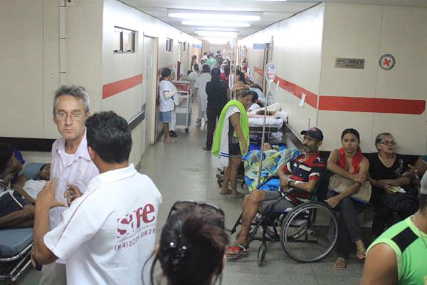 Esta semana, em praticamente todos os dias, o número de pacientes internados nos corredores do Walfredo Gurgel passava de 100. Abastecimento ficou comprometido