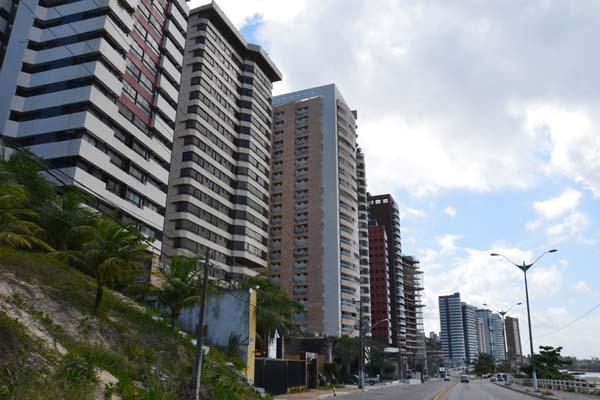 Construtoras investem na orla marítima de Areia Preta, bairro da zona Leste que tem o metro quadrado mais caro de Natal e endereço preferido para construção de empreendimentos de alto luxo