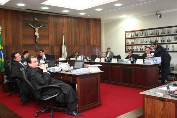 Juízes eleitorais têm um dia com duas sessões, nas quais vão apreciar os recursos contra candidaturas