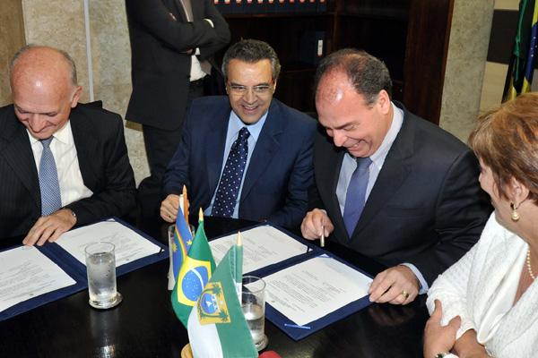 Ao lado da governadora Rosalba Ciarlini, ministro Fernando Bezerra destaca atuação do líder do PMDB, deputado Henrique Alves