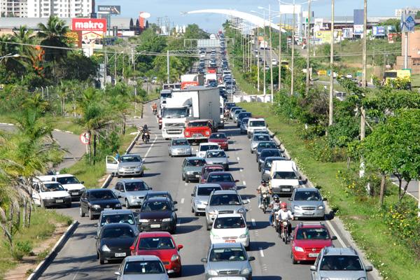 Entrada para a avenida Engenheiro Roberto Freire