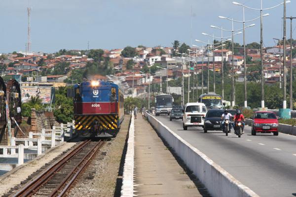 Na primeira etapa, o Veículo Leve sobre Trilhos (VLT), na Região Metropolitana, vai interligar Natal e Extremoz, percorrendo o mesmo trajeto usado hoje pelos trens da CBTU