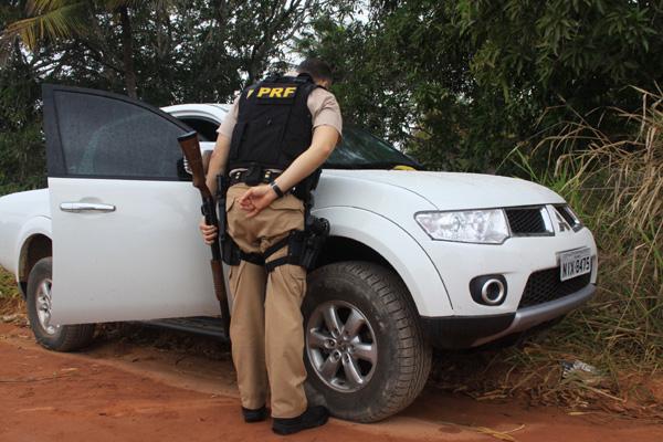 Bandidos tentaram fugir do local em caminhonete, após a troca de tiros com policiais civis