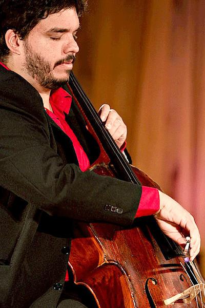 O violoncelista Fábio Pregrave, da UFRN, integra o trio Velasquez