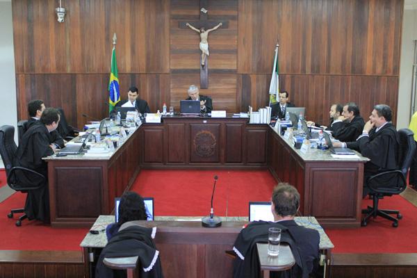 Juízes do Tribunal Regional Eleitoral decidem sobre recursos contra registros de candidaturas a prefeito, vice e vereador