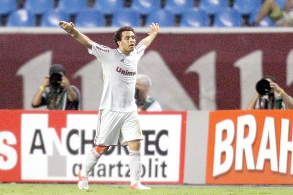 Atacante Wellington Nem, em noite inspirada, marcou dois gols e acabou sendo o herói da partida