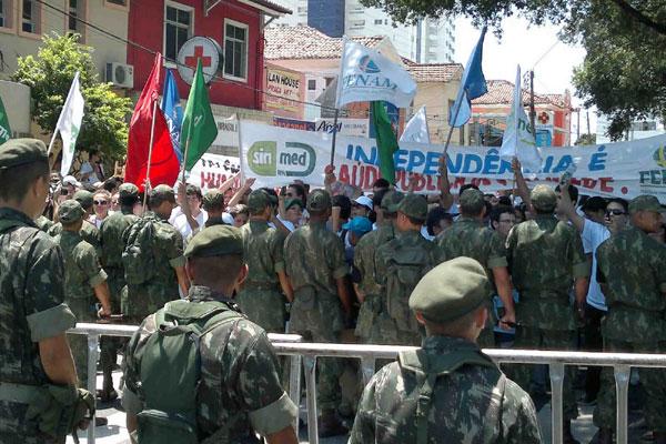 Isolamento dos militares limitou movimentação dos manifestantes