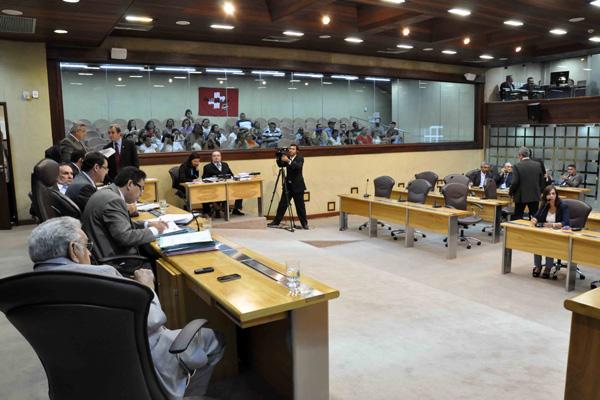 Deputados estaduais apreciaram dois projetos de lei enviados pelo Governo do Estado