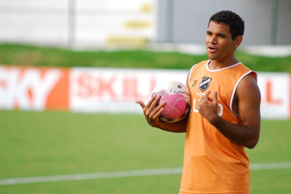 O atacante Éderson retorna ao time titular do ABC e é a grande esperança do time para vencer o CRB