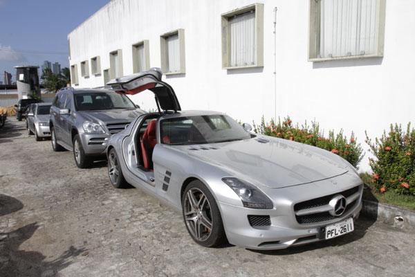 Carros de luxo e populares serão leiloados amanhã