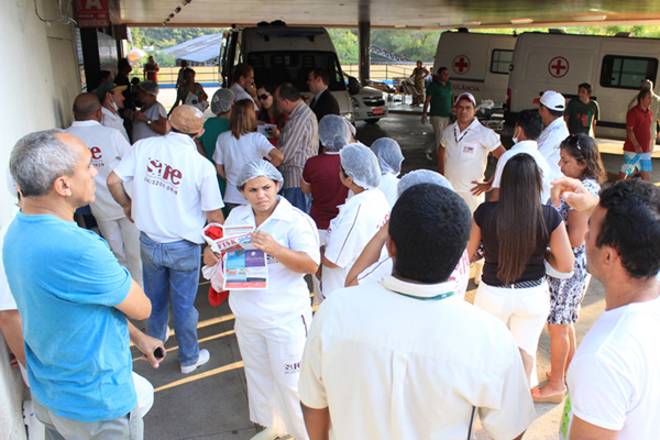 Funcionários terceirizados realizaram assembleia ontem no HWG
