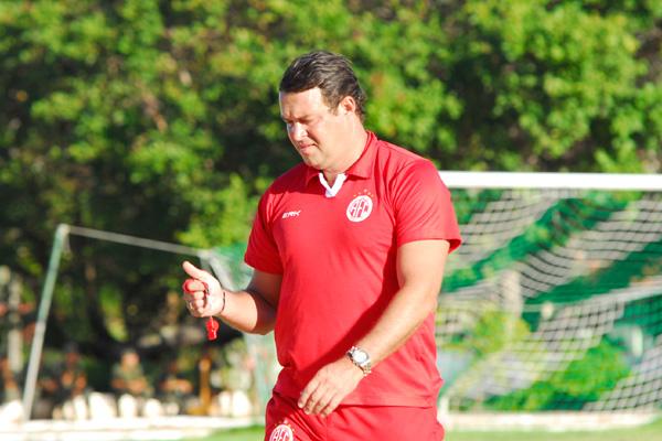 Roberto Fernandes não vai poder contar com quatro titulares na partida de hoje, contra o ASA. A escalação do time ainda é segredo