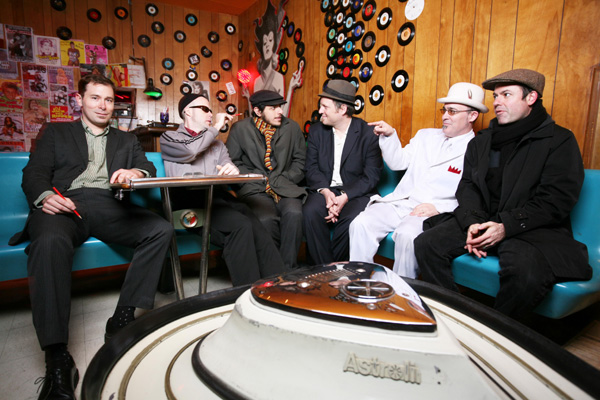 Americanos do The Slackers promovem uma mistura de ska, reggae, dub, jazz e garage rock