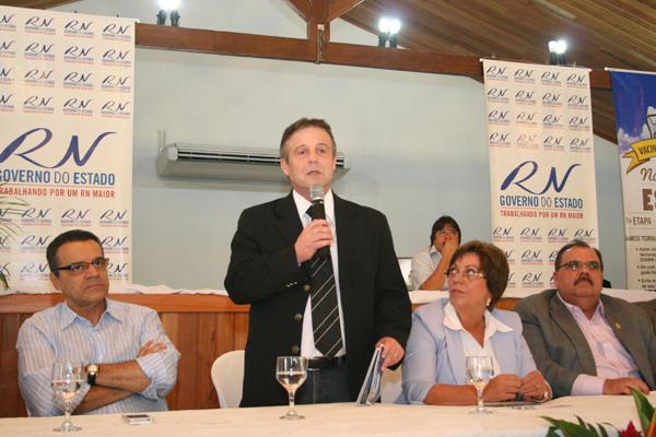 Ministro da Agricultura, Mendes Ribeiro discursa durante solenidade no Parque Aristófanes Fernandes, em Parnamirim