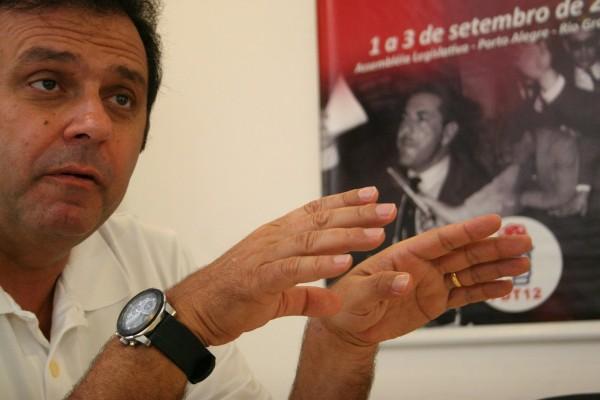 Carlos Eduardo esteve na sede do PDT na manhã de hoje. Candidato votará às 15h30
