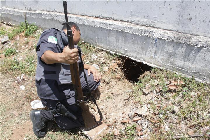 Presos cavaram um túnel e consesguiram a liberdade na manhã de hoje