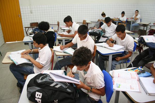 Na Escola Floriano Cavalcanti, em Mirassol, principal problema é a falta de transporte escolar para suprir as aulas extras aos sábados