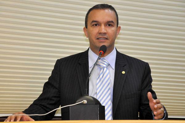 Advogado Kelps Lima tomou posse na vaga deixada temporariamente por Nélter Queiroz