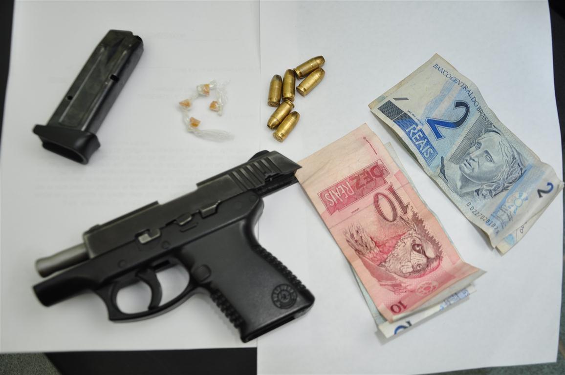 Por porte ilegal de armas e tráfico de drogas, Genílson foi preso após levantar suspeita da polícia