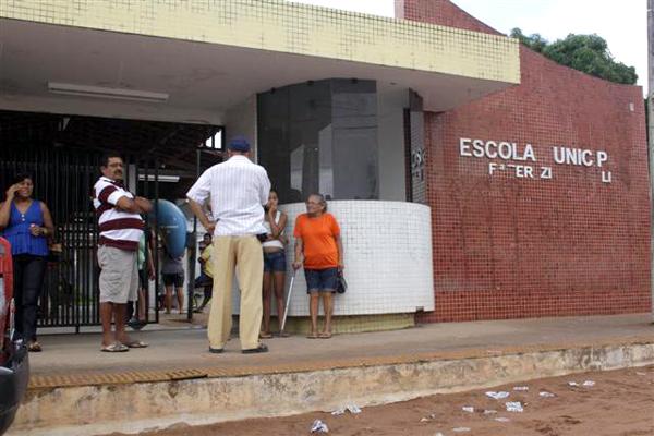 Na Escola Municipal Terezinha Paulino, movimentação era pequena no começo da votação