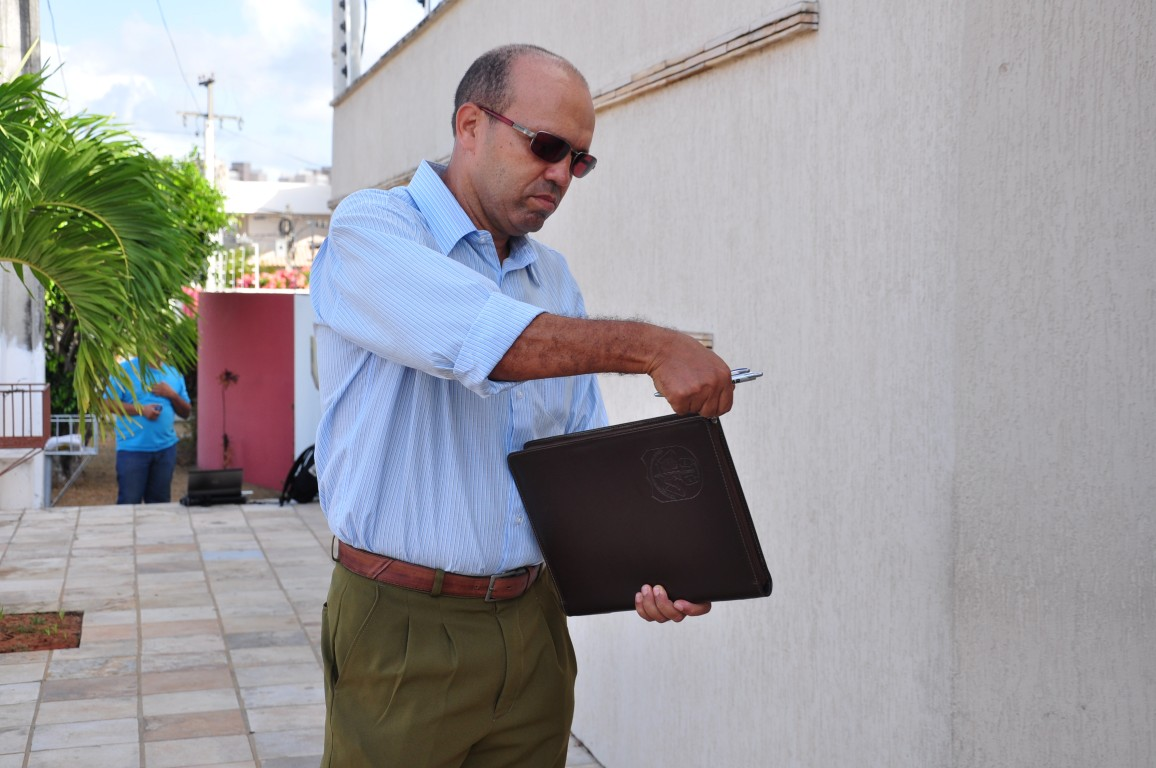 Oficial de Justiça foi à casa de Micarla informar notificar a prefeita sobre o afastamento