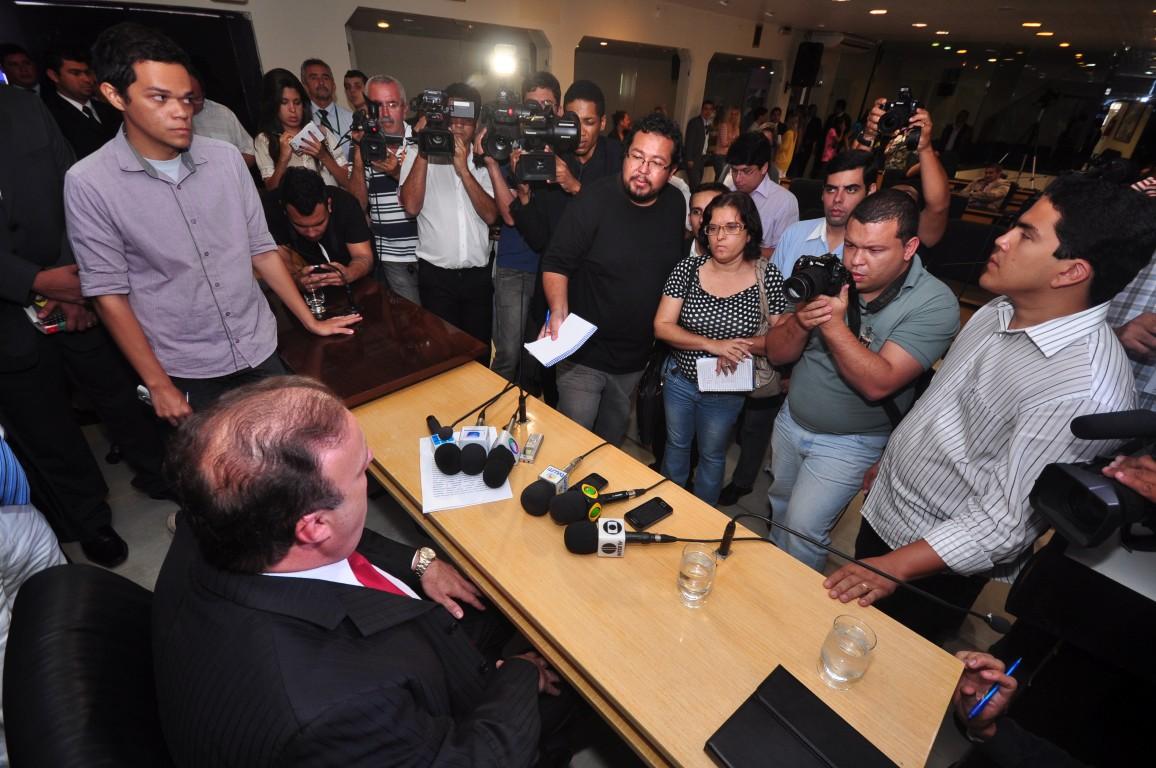 Após a posse, Paulinho Freire concedeu entrevista coletiva