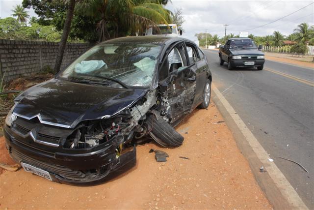 Motorista do Citroën foi levado para a Delegacia de Plantão com suspeita de embriaguez ao volante
