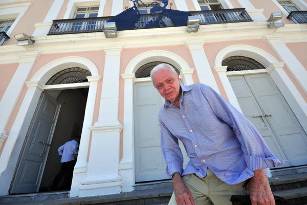 Nascido em Macaíba, filho de um espanhol e uma seridoense, o consagrado gravurista Rossini Perez está de volta a Natal. Na agenda, visitas ao local onde vai expor em 2013, e críticas a Natal e Macaíba que não reconhece mais.