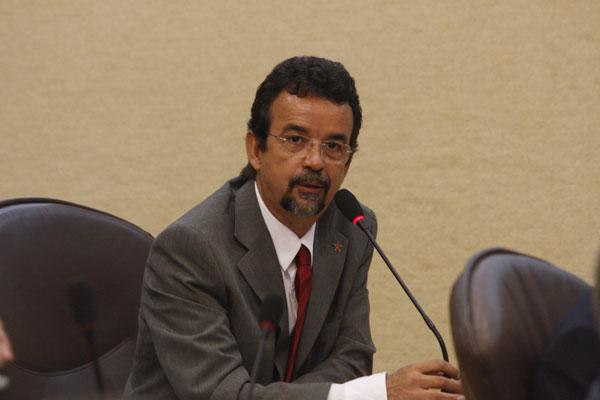 O deputado Fernando Mineiro propôs a assembleia que discutirá a situação financeira municipal e estadual