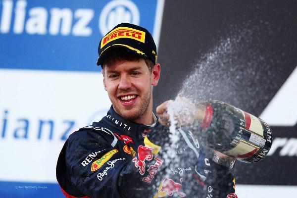 Sebastian Vettel, piloto da equipe Red Bull, é o tri-campeão mundial mais novo da Fórmula 1, aos 25 anos