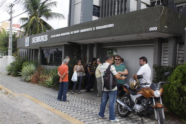 Os servidores da Semurb que chegaram à secretaria hoje depararam-se com as portas fechadas devido ao crime da noite passada