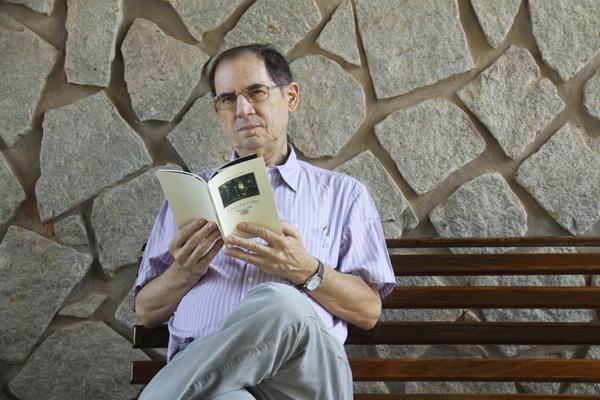 Em novo livro, Nelson Patriota envereda pelos versos sob influência da poesia simbolista e modernista