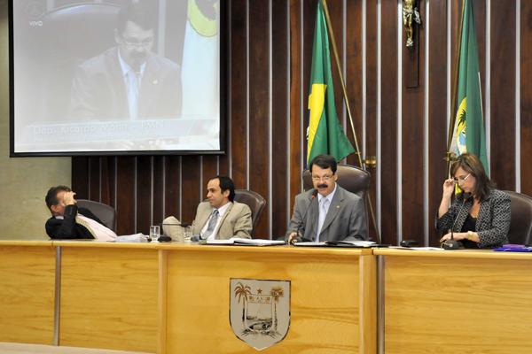 Deputados apresentaram emendas para o relatório da comissão de finanças sobre o OGE 2013
