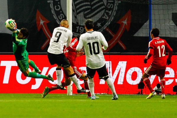 Paolo Guerrero foi o autor do gol que garantiu vitória do Corinthians