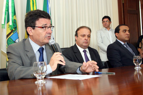 Renúncia de Paulinho Freire e Edivan Martins aconteceu na sede da prefeitura