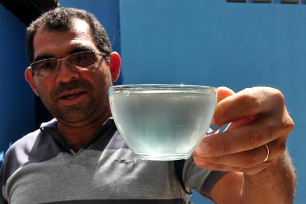 Diretor do Saae, José Medeiros, reclama da qualidade da água