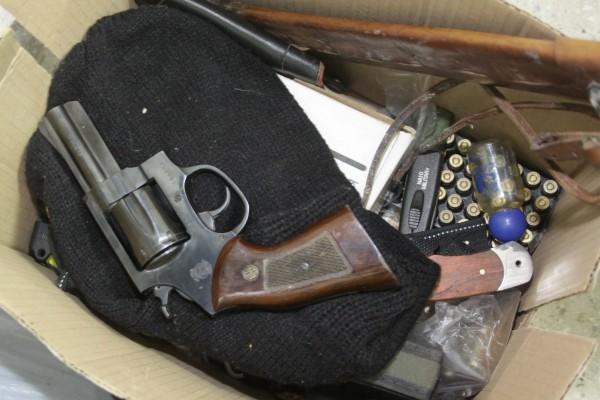 Armas apreendidas no loteamento Santa Cecília, em Extremoz