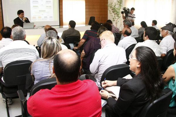 Novos e antigos vereadores participaram de curso oferecido na CMN