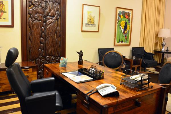 Cadeira de prefeito de Natal amanhece, pelo segundo dia, desocupada. Trâmite legal que envolve recondução de Ney Júnior não estava definido