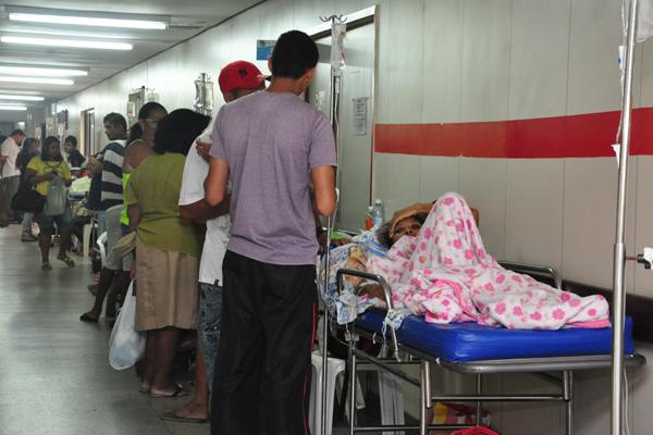 Ontem, 73 pacientes estavam acomodados nos corredores do HWG