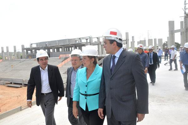 O prefeito Ney Júnior, a governadora Rosalba Ciarlini e assessores fizeram uma vistoria no local