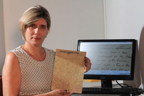 Daliana Cascudo diz que livro poético ainda não foi resgatado, mas digitalização das cartas está concluída